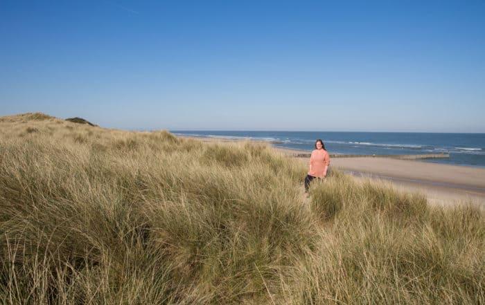 Caja Tameris met het Domburgse strand op de achtergrond